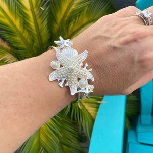 New! Boutique Cuff Starfish Pearl Bracelet! 🌸